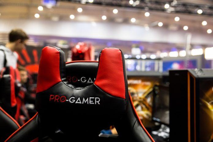 Poznań Game Arena 2018 - krzesłZa Pro-Gamer by Yumisu