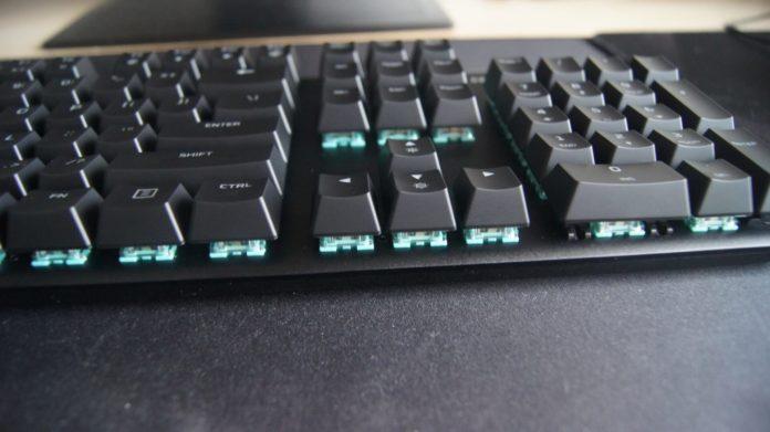 HyperX Alloy Origins - przestrzeń pod przyciskami