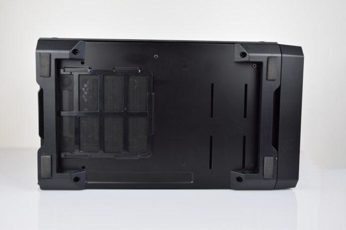 Phanteks Enthoo Evolv ITX - spód obudowy
