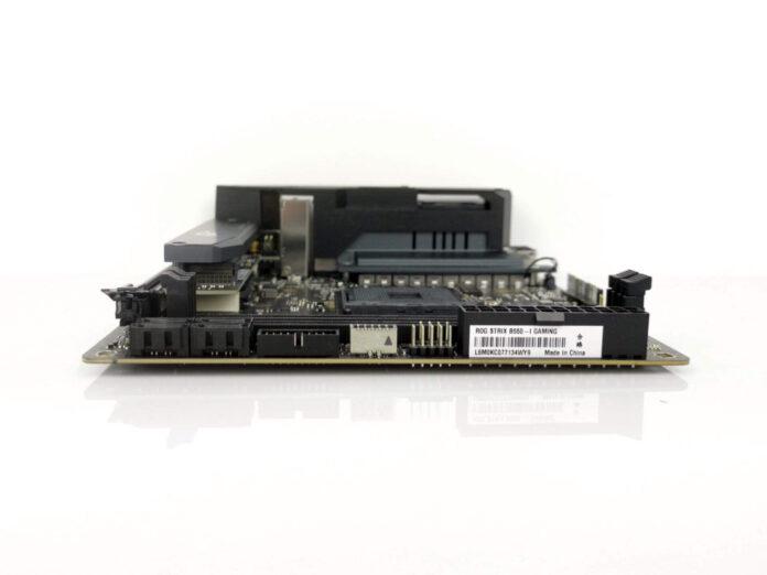 ASUS ROG Strix B550-I Gaming - laminat, złącza RAM, SATA itp.