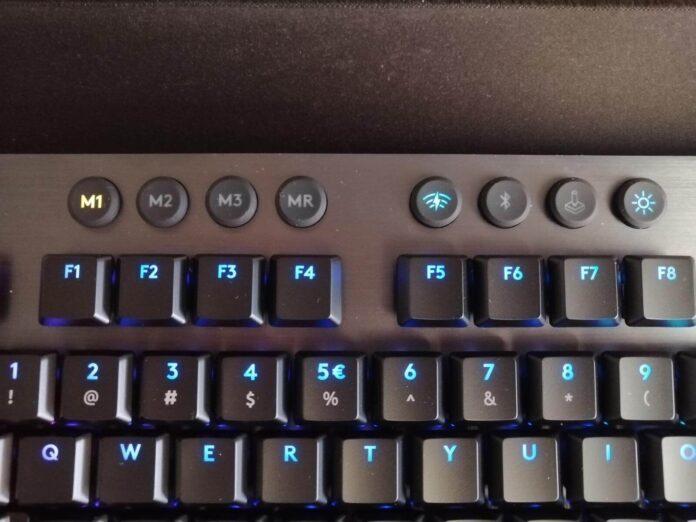 Logitech G915 - klawisze pamięci podręcznej, łączności i trybu gry